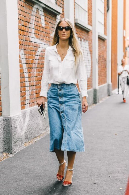 look-com-camisa-branca-e-saia-midi-com-botões Foto Guita Moda