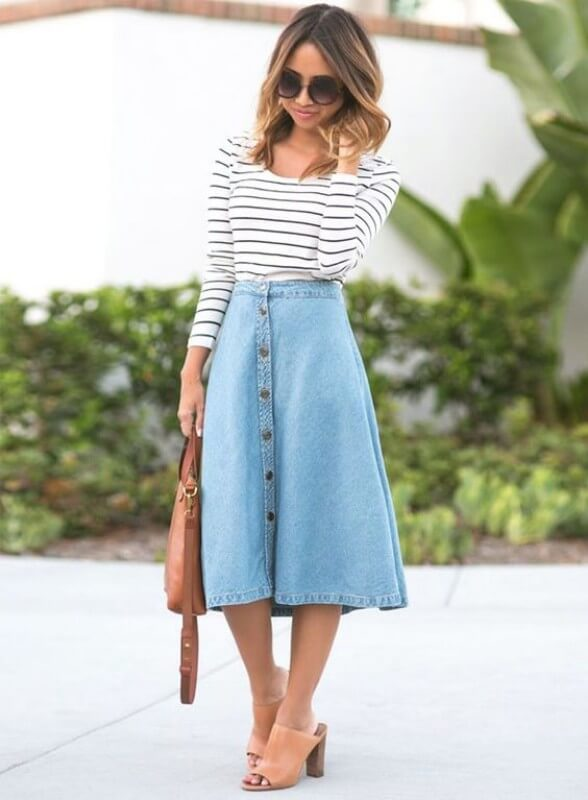 look-com-saia-jeans-midi-com-botão-na-frente-e-blusa-listrada Foto Blog da Juliana Parisi
