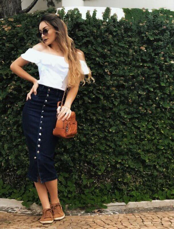 look-com-saia-midi-jeans-com-botões Foto Pinterest