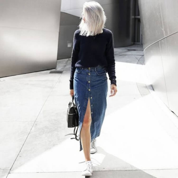 look-inverno-saia-jeans-midi-com-botões-e-blusa-preta Foto Steal the Look