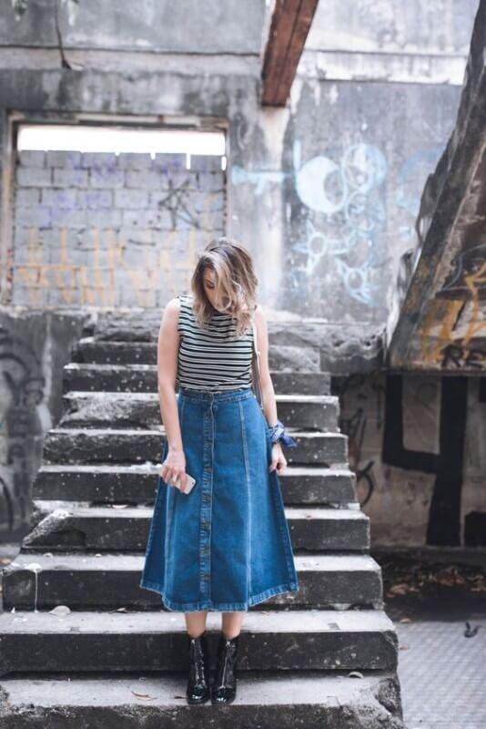 look-jeans-midi-com-botões-e-bota Foto Van Duarte