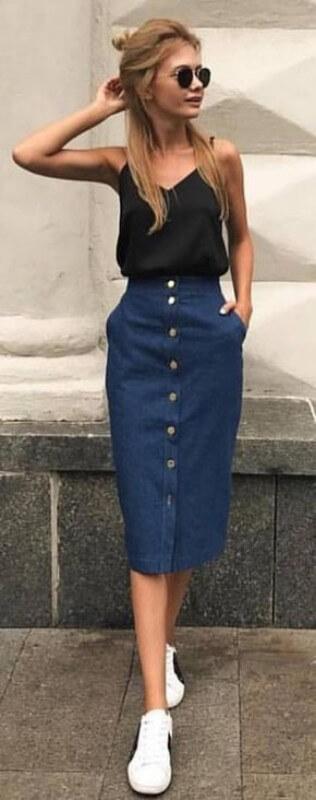 look-saia-midi-jeans-com-botões-regata-preta-e-tenis-branco Foto Toda Eu