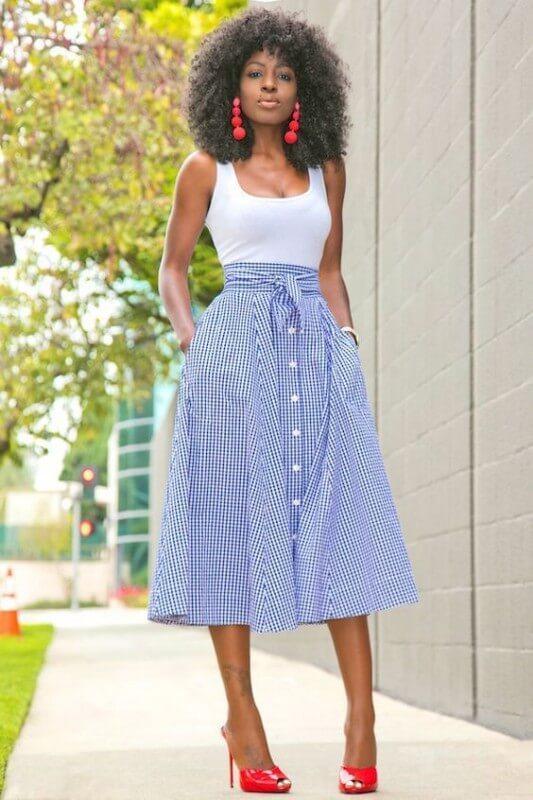 saia-midi-com-botões-e-laço-azul  Foto Nira Bibs Outfits